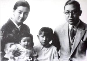 美智子さま は、1934年(昭和9年)10月20日、日清製粉の創業者一族・正田英三郎氏と富美子夫人の長女として、東京府東京市本郷区(現:東京都文京区)で生まれました。