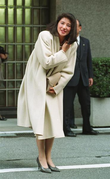 雅子さまファッション大好きです。 これから、華やかなお召し物をどんどん新調してくださいね。 ↓↓↓コートの中ではこれが一番好きです。